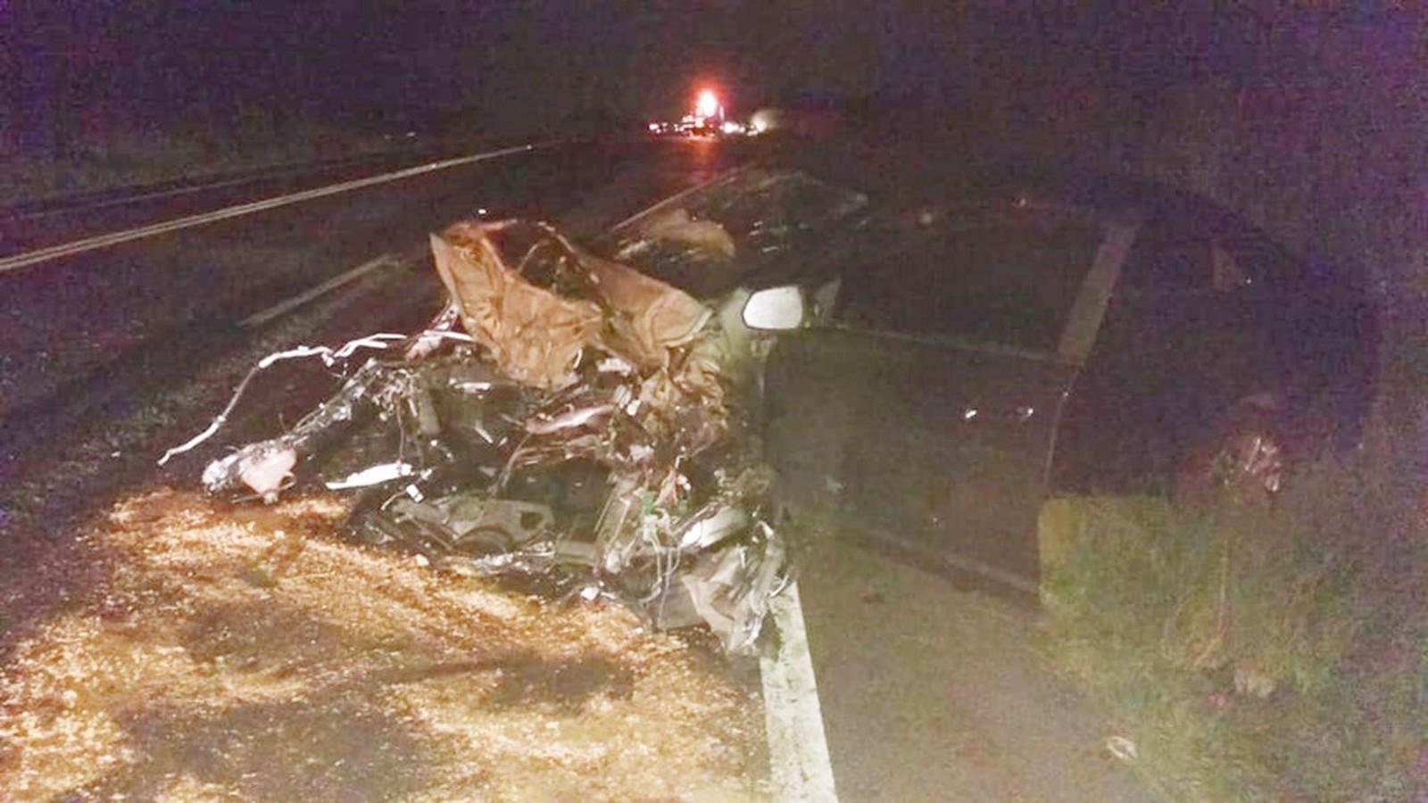 Acidente em rodovia entre carros e caminhão deixa três feridos em Olímpia