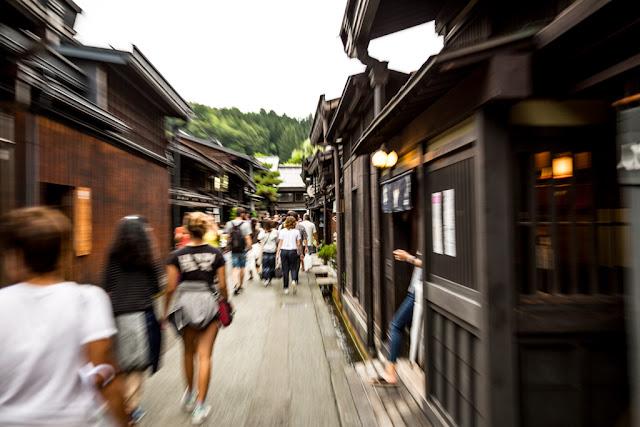 Paseando por Sanmachi Suji :: Canon EOS5D MkIII | ISO100 | Canon 24-105@47mm | f/4.0 | 1/30s