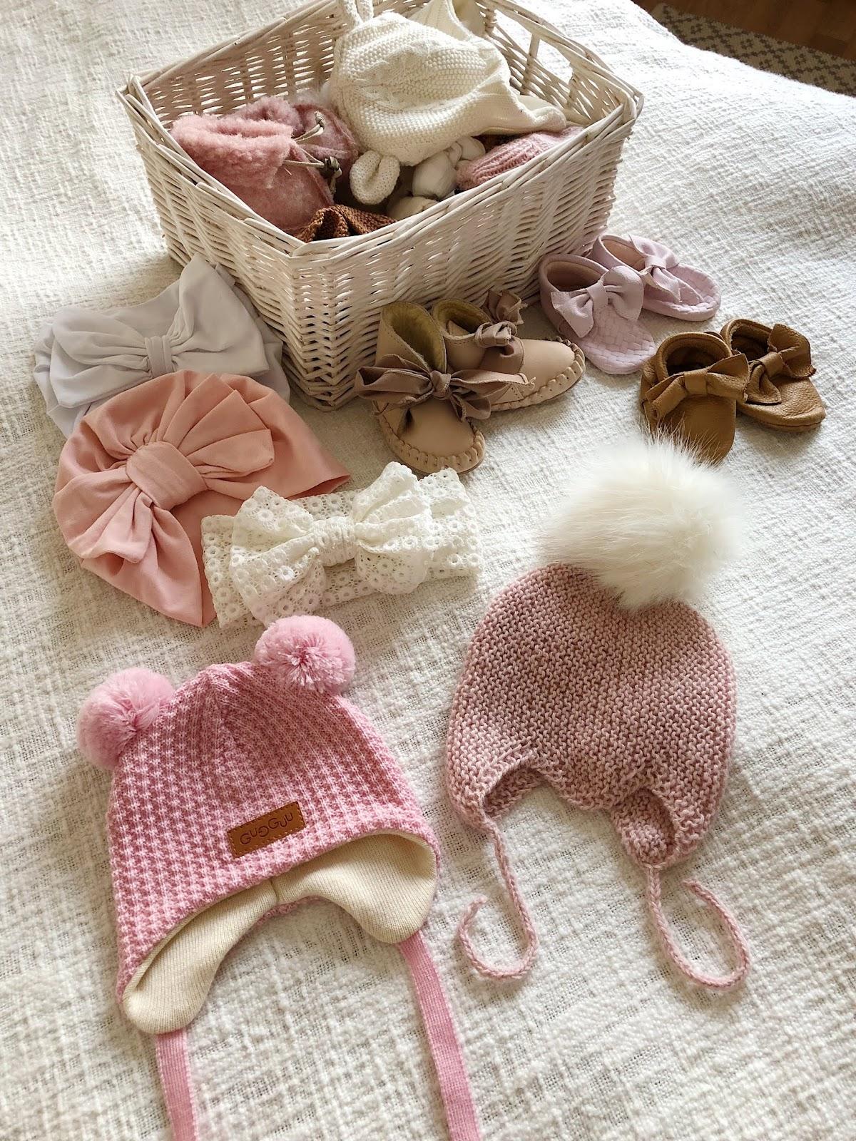 Kurkistus vauvan vaatekaappiin