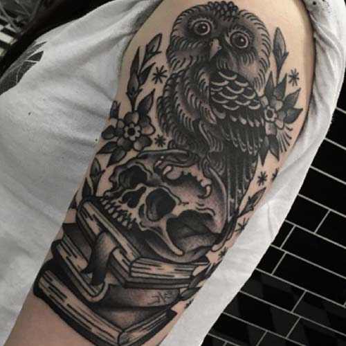 kadın üst kol baykuş dövmesi woman upper arm owl tattoo
