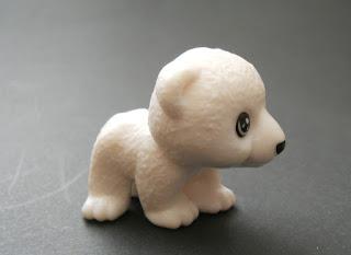 bebe de oso polar de kinder sorpresa
