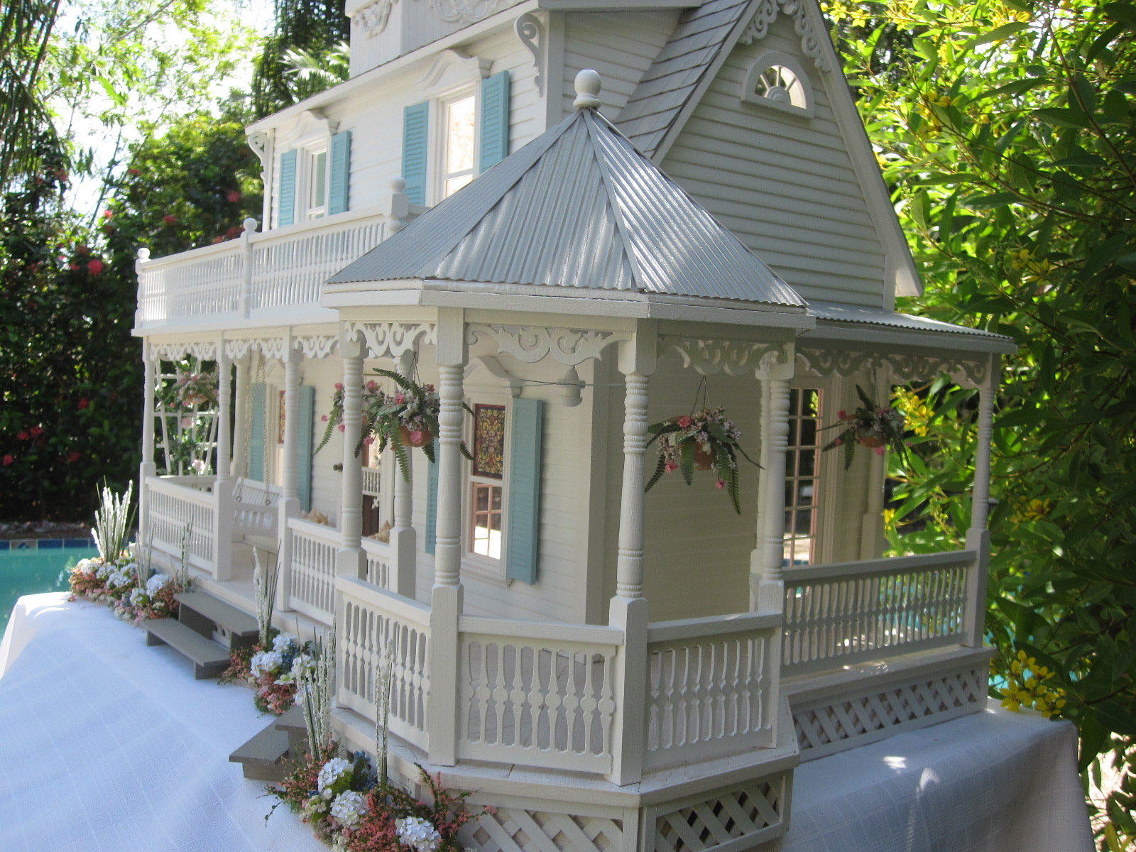 Dollhouses by Robin Carey: The Sea Glass Victorian Cottage
