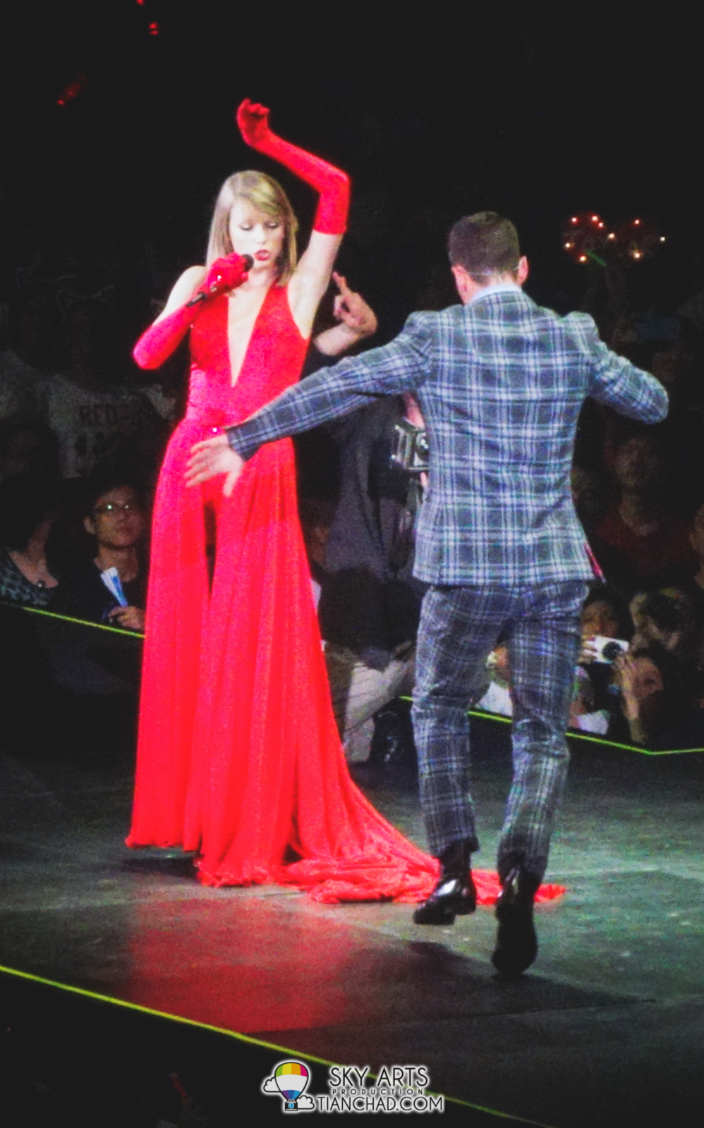 Of course, Taylor Swift does dance too