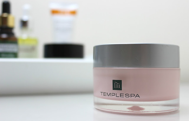 Smooth and firm skin with Temple Spa Exalt Firming Neck Gel