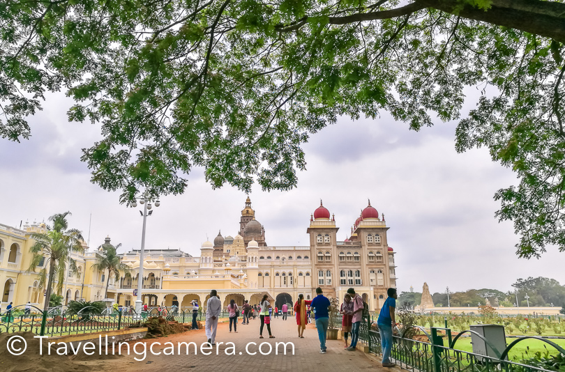 After breakfast, we boarded the bus and headed towards Mysore Palace.