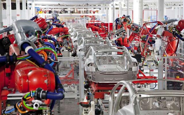 Sustituyen obreros con robots para incrementar utilidades
