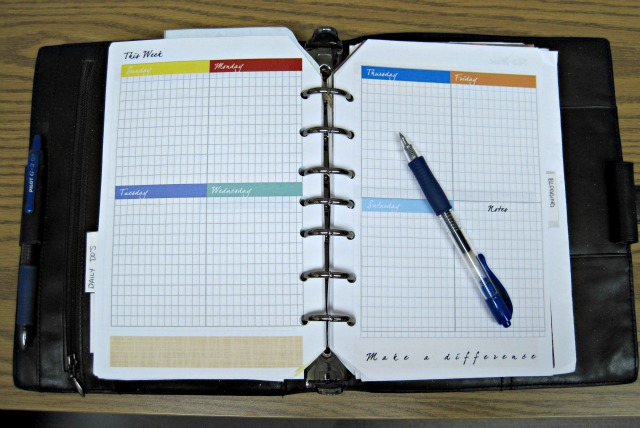 Free printable pages for a paper planner- week on two pages organizer