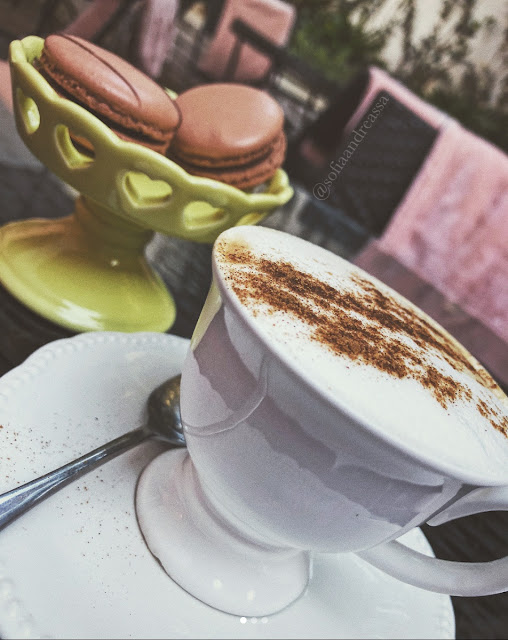 Café & Macarrons