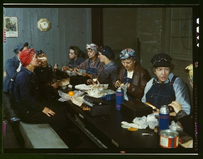52 photos of women who changed history forever - Railroad workers at lunch. Many were the wives and even mothers of the men who left for war. [1943]