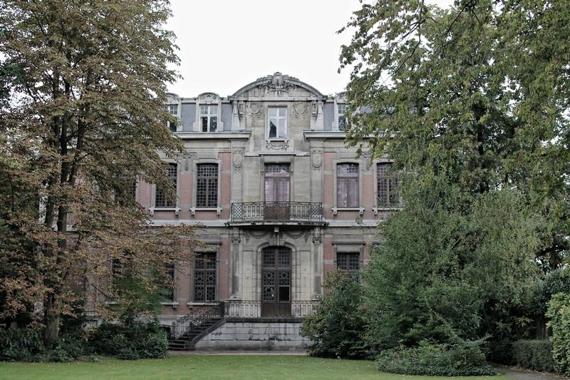 manoir abandonnée au nord de la belgique dans un magnifique état de conservation, mais très inaccessible