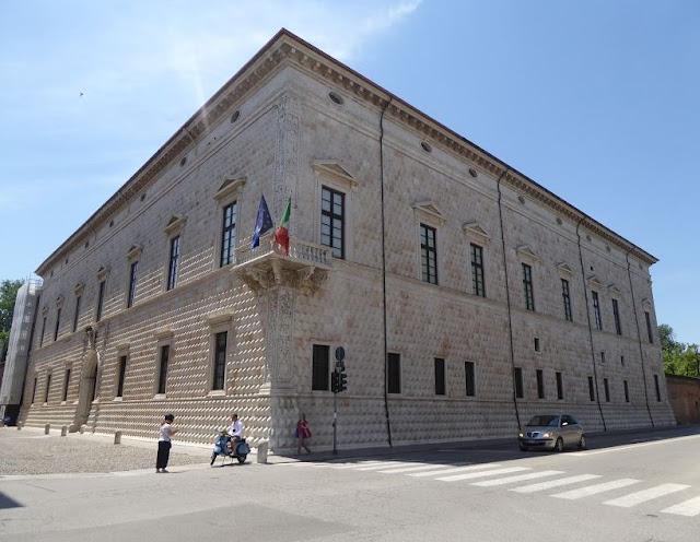 il palazzo dei diamanti a Ferrara