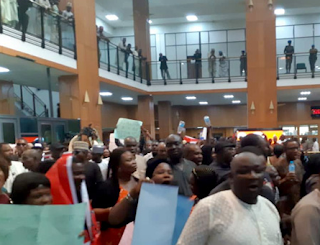 Nigerian National Assembly Workers Protest Over Unpaid Salaries
