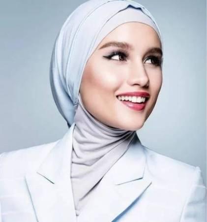 Koleksi Foto Hijab Cantik Cinta Laura