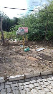 Em Picuí, malfeitor coloca lixo em local proibido e ignora placa de proibição