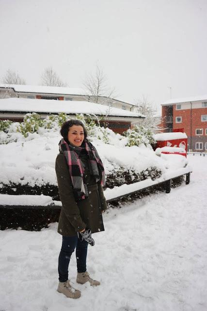 Valentina Chirico outfit invernale Primark & Select cappotto militare, UK - Jarratt Hall