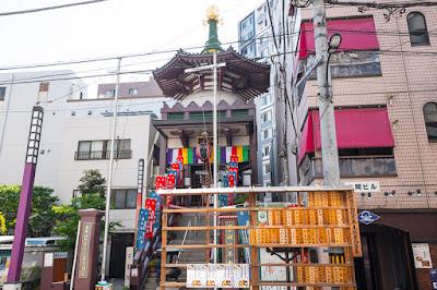 Yagenbori Fudoin in a placid neighborhood of Nihonbashibakurocho, Chuo ward, Tokyo.