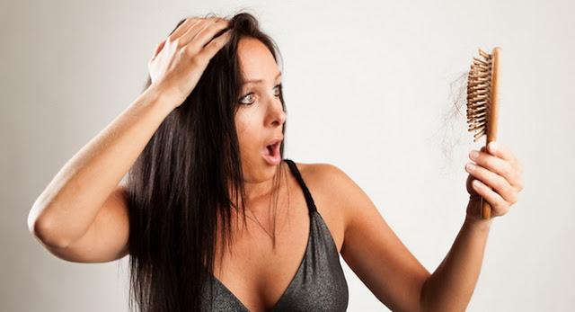 Conoce las 8 causas por las cuales se nos cae el cabello