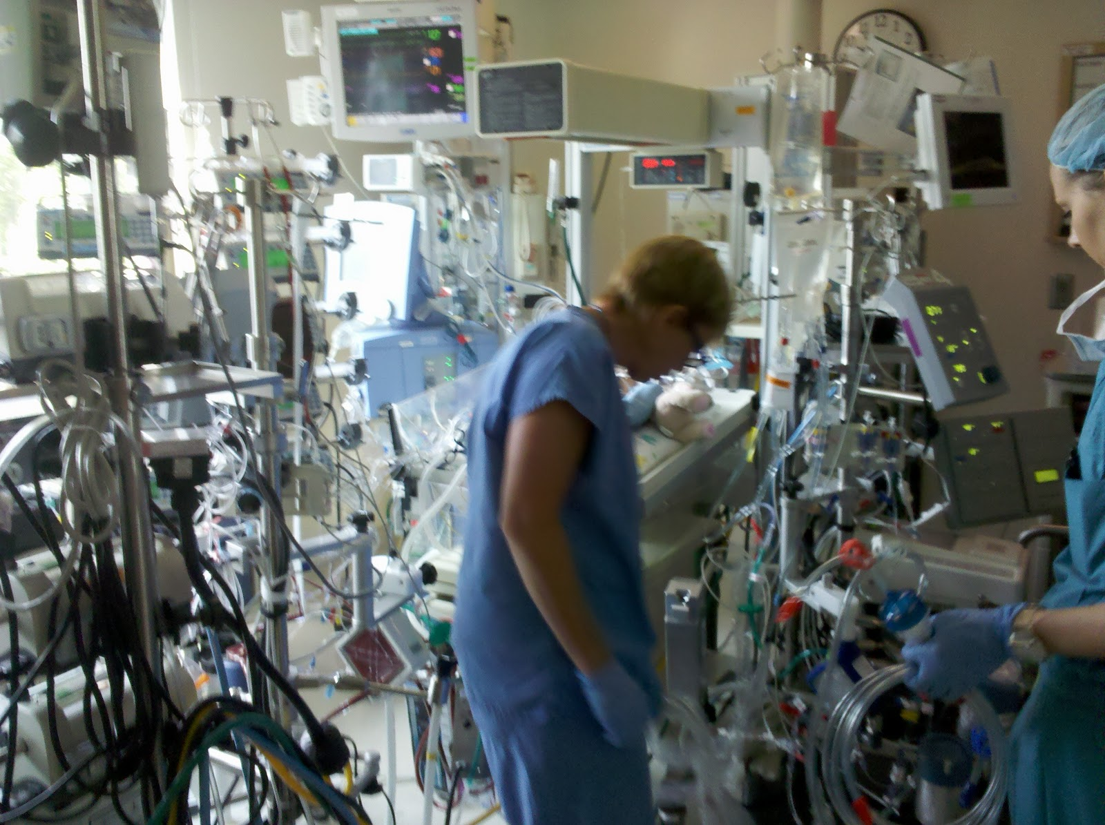 controversies in ecmo Extracorporeal membrane oxygenation (ecmo) in south africa extracorporeal membrane oxygenation (ecmo) is an advanced modality of life support for neonatal, paediatric and adult patients with cardiopulmonary compromise resistant to conventional critical care management.