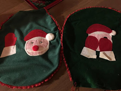 Felt peeking Santa toilet seat cover from the 1980s