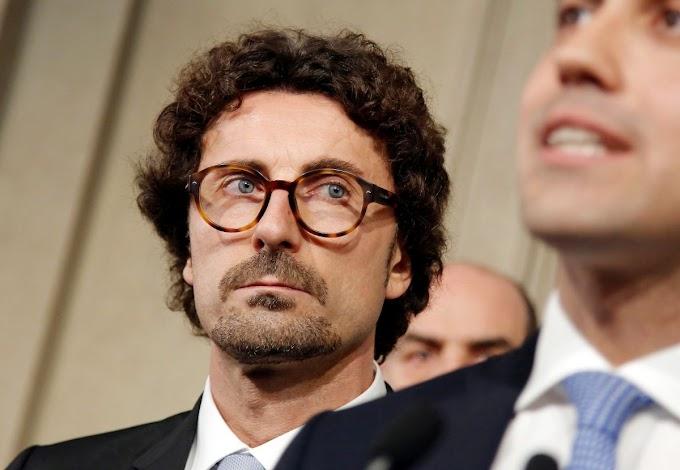 """Toninelli: """"A rischio l'equipaggio dell'incrociatore italiano Vos Thalassa"""""""