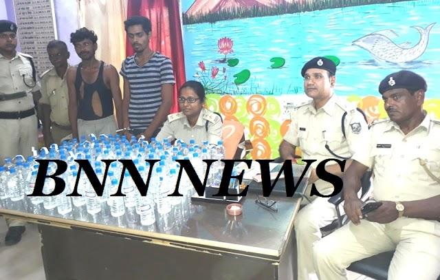 पुलिस ने शराब माफिया को शराब के साथ दबोचा