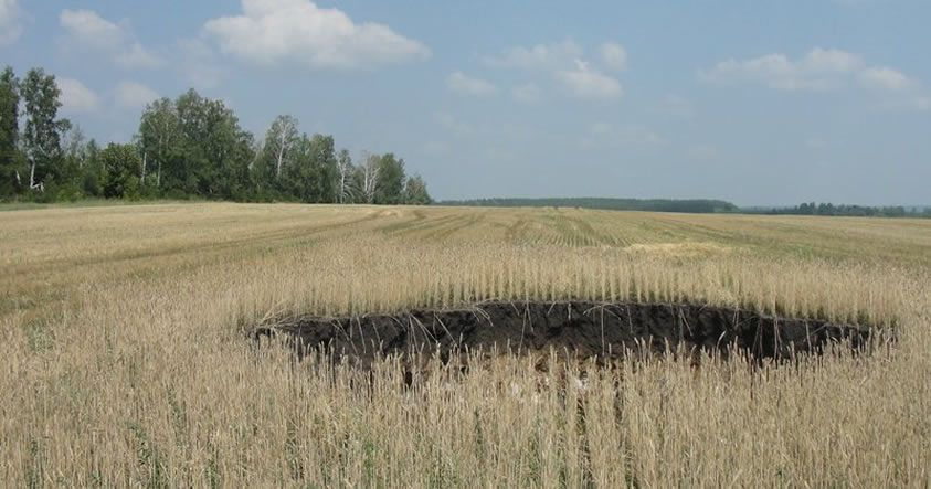 Reportan aparición inexplicable de un cráter en Rusia