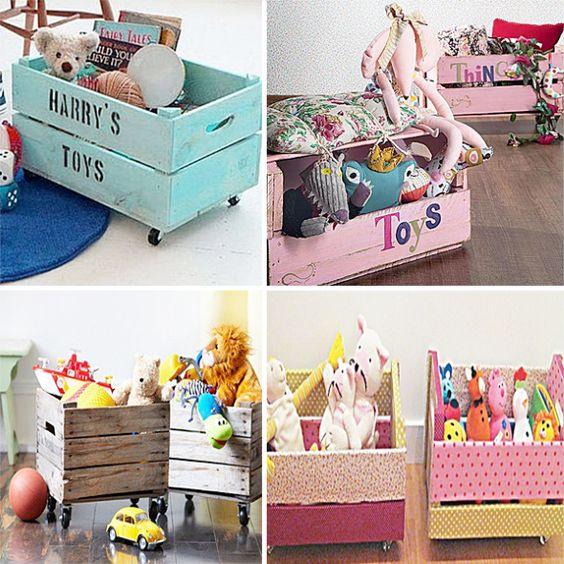caixotes usados como organizador de brinquedos