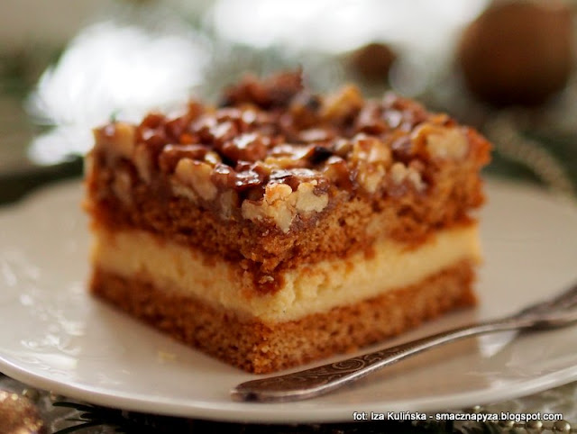 kawalek ciasta, ciasto z orzechami i budyniem, krem budyniowy, orzechy w karmelu, swieta, ciasta swiateczne, domowe wypieki
