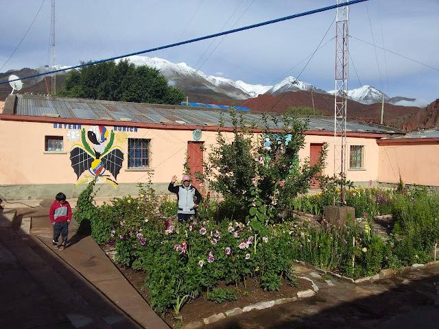 Zum Jahreswechsel Schnee auf den Bergen in Esmoraca Bolivien