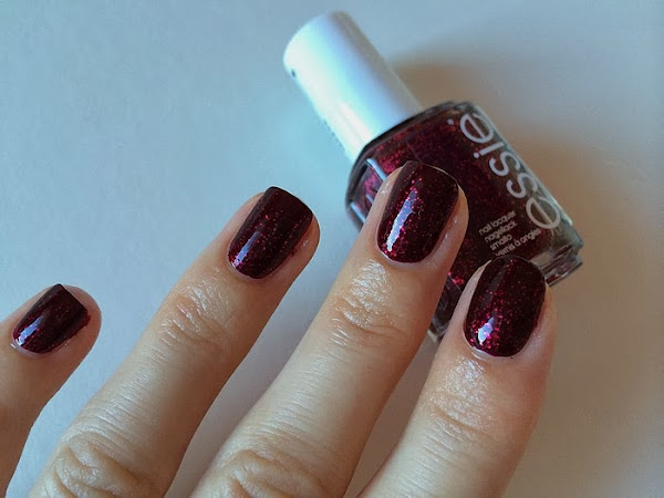 ESSIE - TOGGLE TO THE TOP