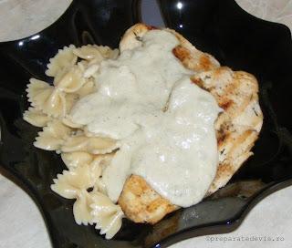 Paste cu piept de pui si sos gorgonzola retete culinare,