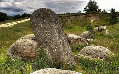 Trovants: Τα βράχια που περπατάνε...