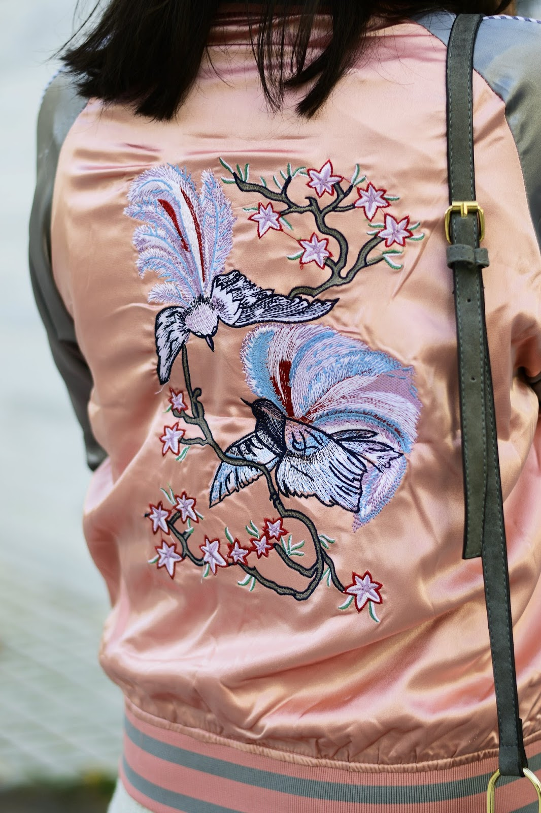embroidered bomber jacket outfit ideas for fall