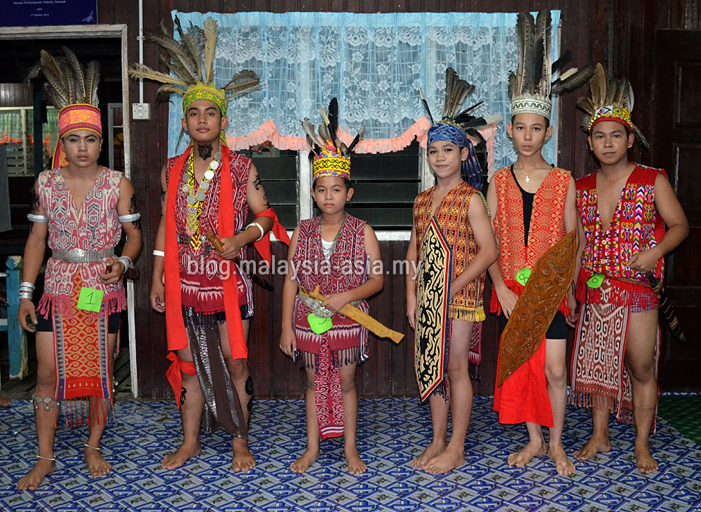 iban festival Sea dayak, iban in indonesia tweet at the annual gawai dayak, the rice harvest festival, many iban gather to witness the rice spirit appeasement ceremony.