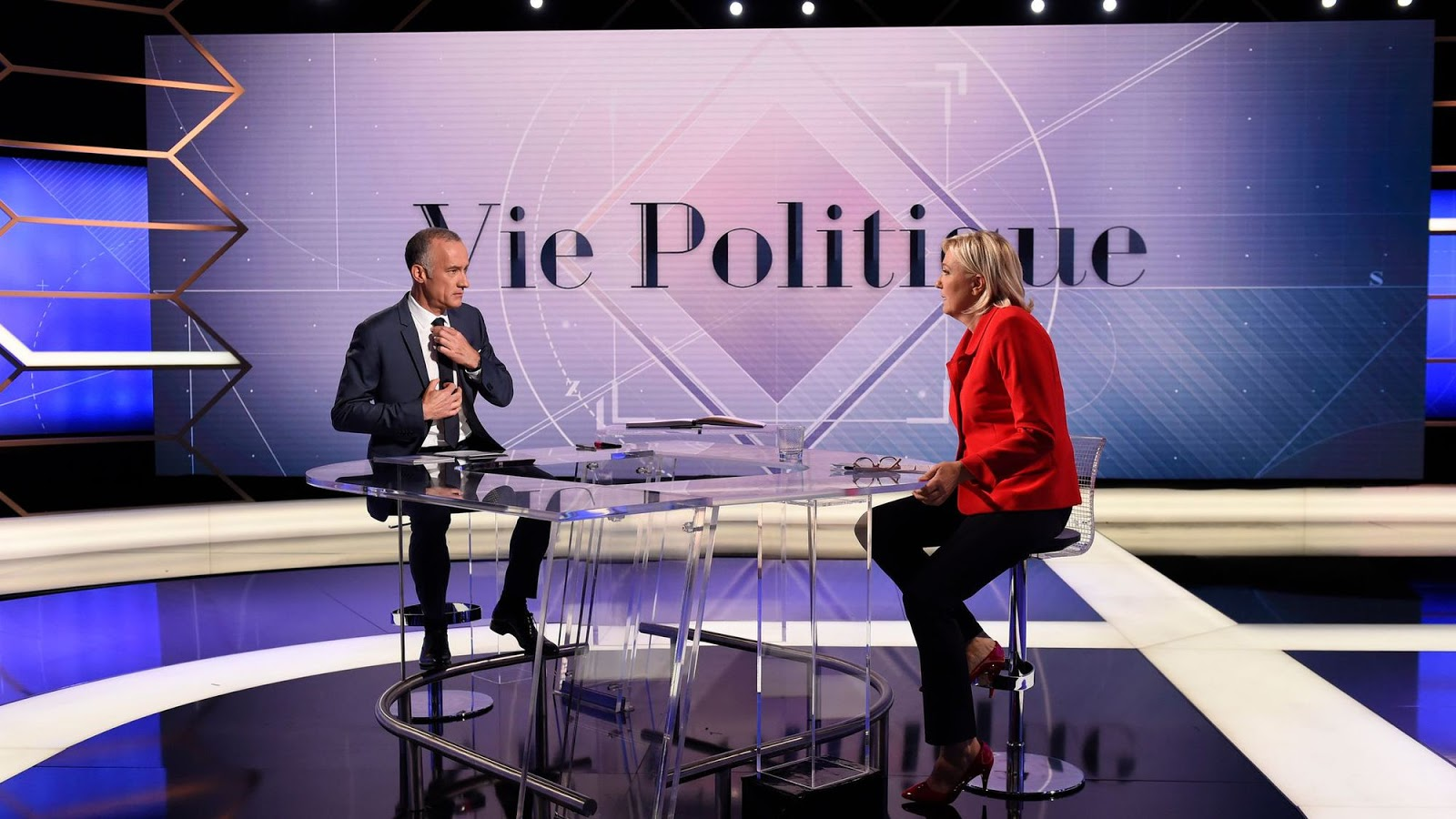 Le Salon Beig The Inconsistency Of Le Pen Father And Daughter Galliawatch