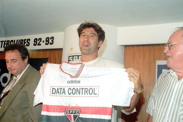 Coletiva concedida por Renato Gaúcho. Se apresentou mas não assinou o contrato.