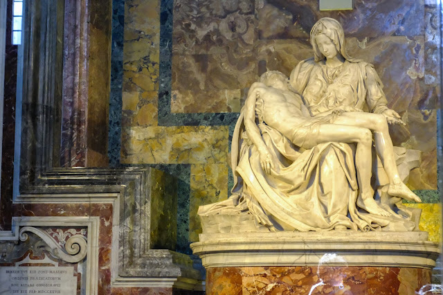 michaelangelo pieta Saint peters basilica vatican city