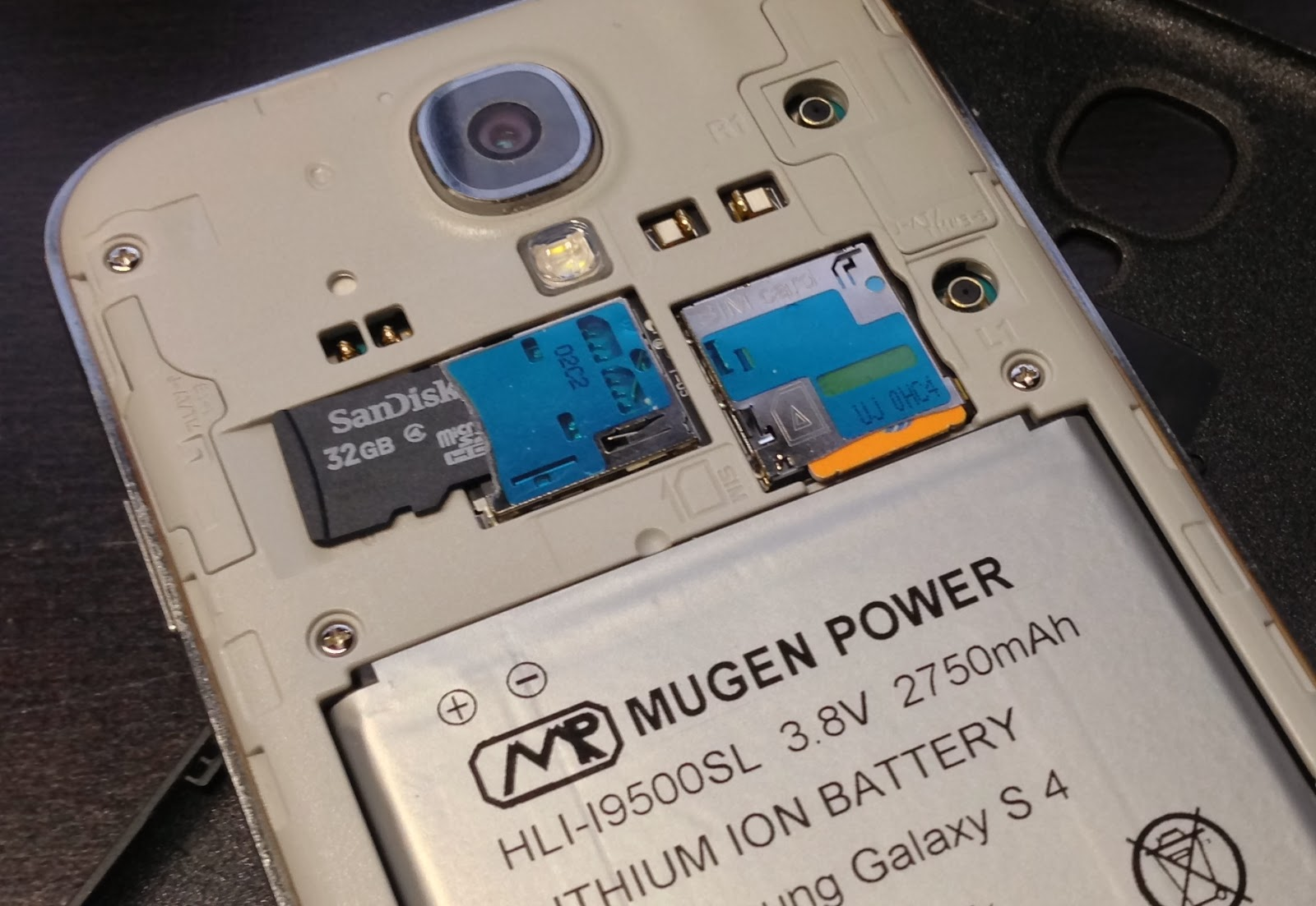 How To Insert Micro SD Memory Card Into Samsung Galaxy S4