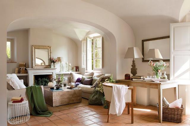 salon casa de campo decorado en tonos claros chicanddeco