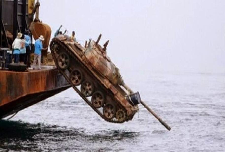 fc845316fbc Ταϊλάνδη: Πέταξαν 25 άρματα στη θάλασσα για να σώσουν τα ψάρια
