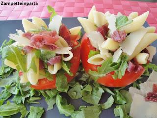 Cestini di pomodori con pasta alla bresaola