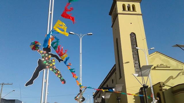 BCN FOLIA: São Joaquim do Monte recebe decoração carnavalesca.