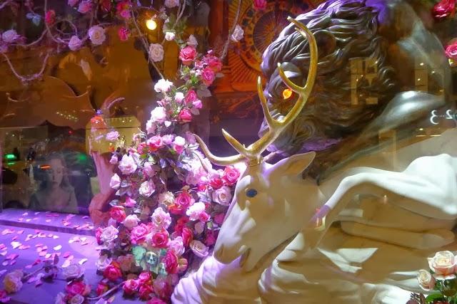Magic A La Mode La Belle Et La Bete 2014 Holiday Windows In France