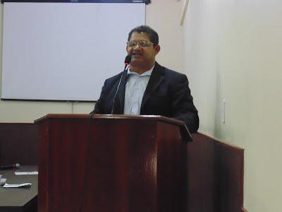 Vereador Augustinho usa a tribuna para cobrar ação de prefeito