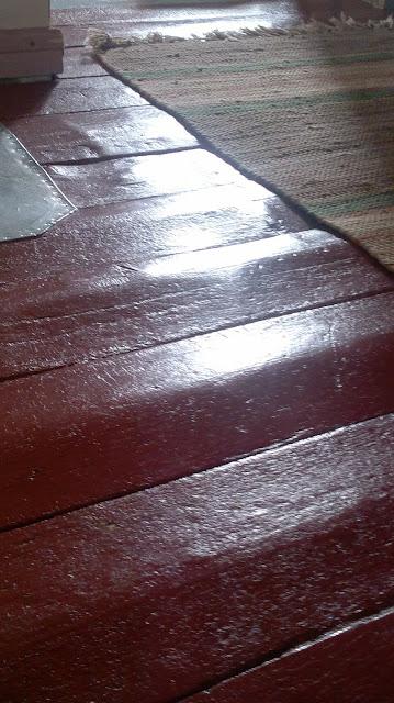 vanhat lattialaudat punainen lattia
