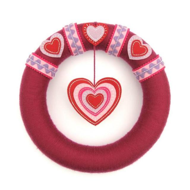https://2.bp.blogspot.com/-zDw-Z5QkRhE/WLhodWLH4EI/AAAAAAAAiis/dYGtboo4jvgKV4eBSY8Qza7ZqfoSJ_jbACLcB/s640/Valentine%2527s%2BHeart%2BWreath%2BTutorial.jpg
