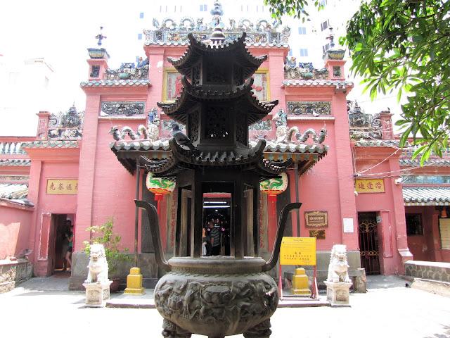 jade emperor pagoda saigon ho chi minh vietnam
