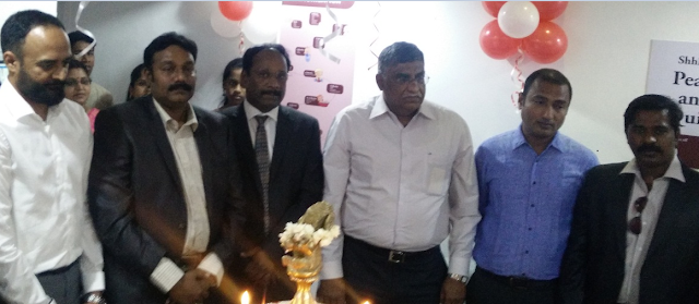 Founders of go Clinix Mr. Venkata Phanidhar, Dr. Rajesh Nandipati and Dr.  M. Saravanan and go Clinix team members are seen along with Dr. E. Hemanth Raj, 3rd from right Chairman - Surgical Oncology