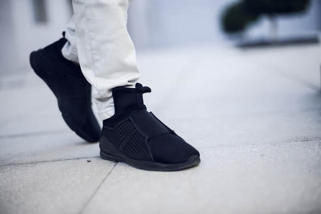 http://www.dresslily.com/solid-color-design-athletic-shoes-for-men-prodauct1419191.htmllkid=1518068