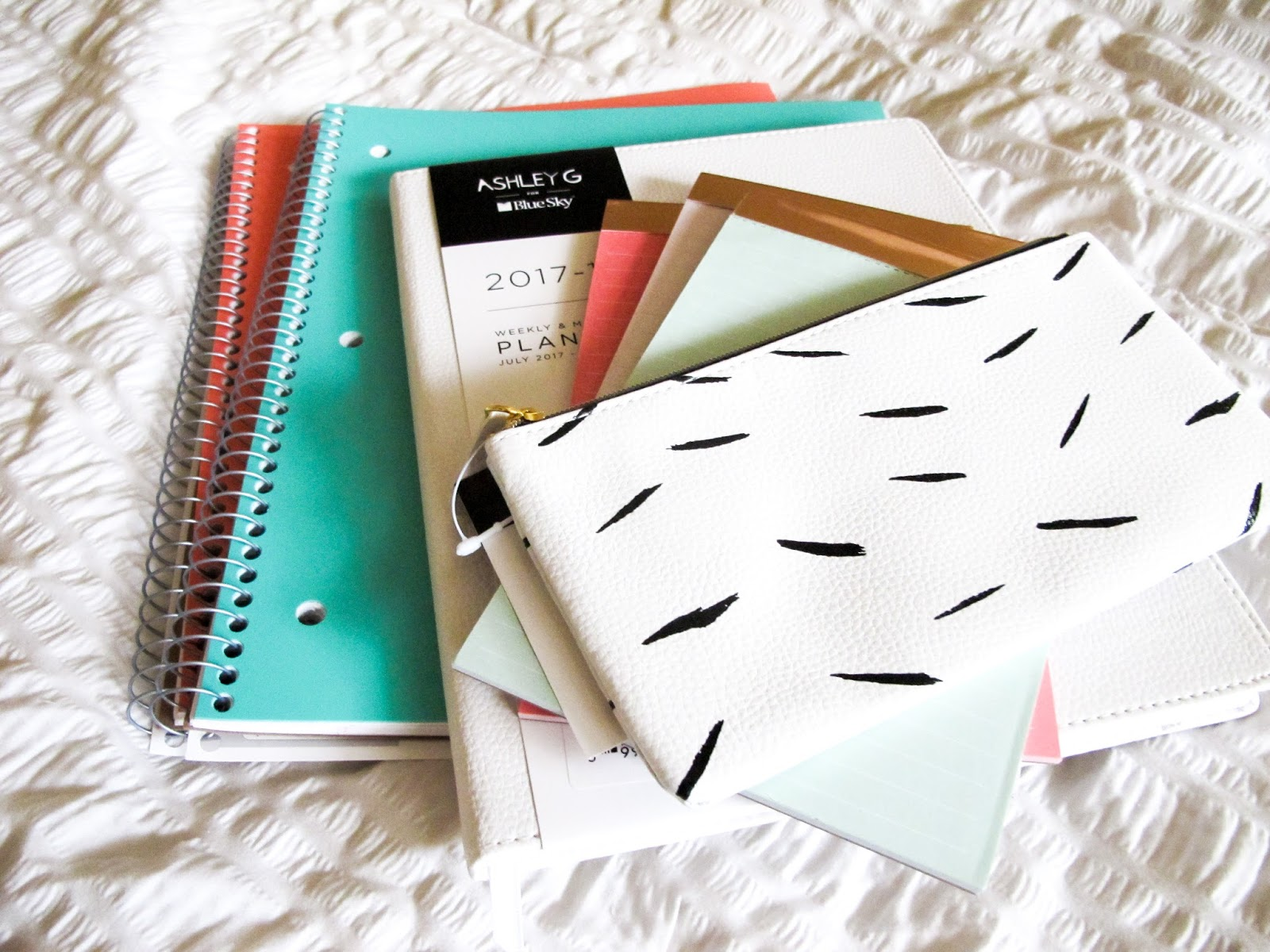 What's In My Backpack (Including My New Favorite Planner)